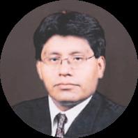 Dr. Walter Romaña